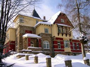 nationalpark-harz-gästehaus-familienhotel-am-brocken-naturnaher-urlaub-in-brockennähe-ferienhaus-in-wernigerode-schierke-in-top-lage-am-waldrand-bergblick