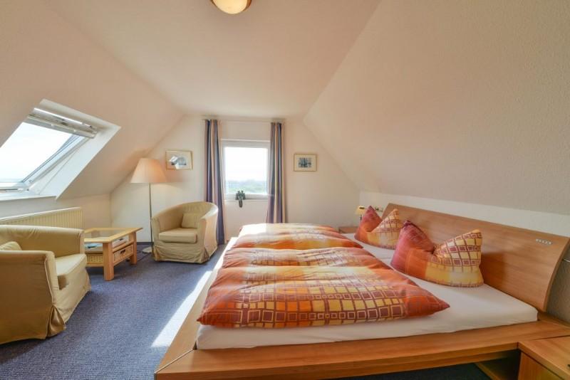 doppelbett-apartment-seeblick-meyenburg-juist-1024x683