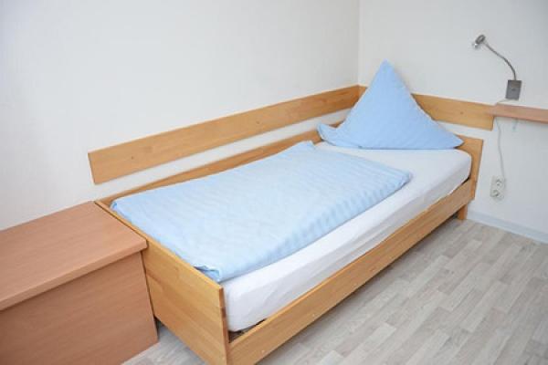 382_hotel_tourist-hotel_schlafzimmer.jpeg_thb