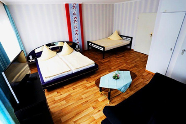 382_hotel_tourist-hotel_schlafzimmer3.jpeg_thb