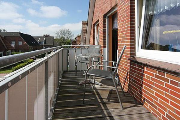 1132_ferienhaus-sonnenschein_aussenansicht-fewo-baltrum-balkon_thb