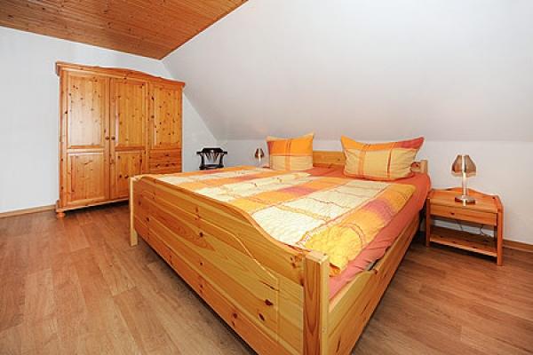 1132_ferienhaus-sonnenschein_fewo-baltrum-schlafzimmer_thb