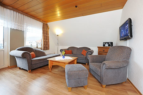 1132_ferienhaus-sonnenschein_fewo-baltrum-wohnzimmer_thb