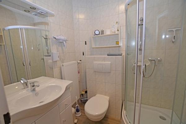 1296_appartementhaus-seepferdchen_fewo1-bad_thb