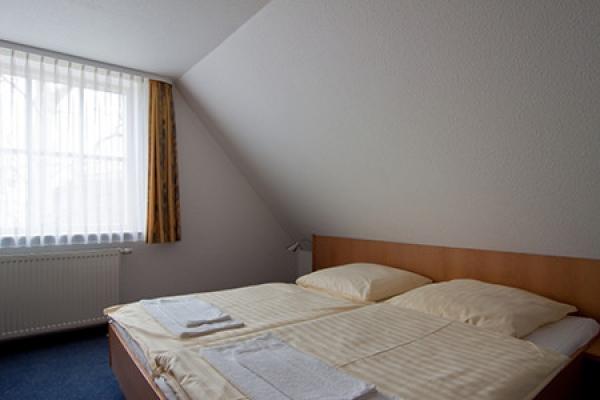401_ferienhaus_hiddensee_schlafzimmer_thb