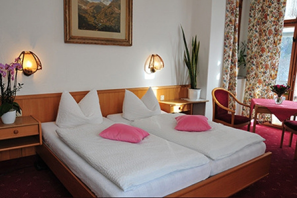 49_hotel-pension-heimburg_schlafzimmer_thb