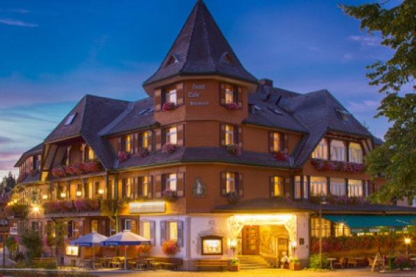 1428_hotel-restaurant-schwarzwaldhof-gutzweiler_aussenansicht_thb
