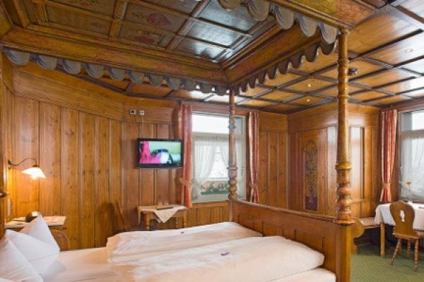 1428_hotel-restaurant-schwarzwaldhof-gutzweiler_turmzimmer_thb