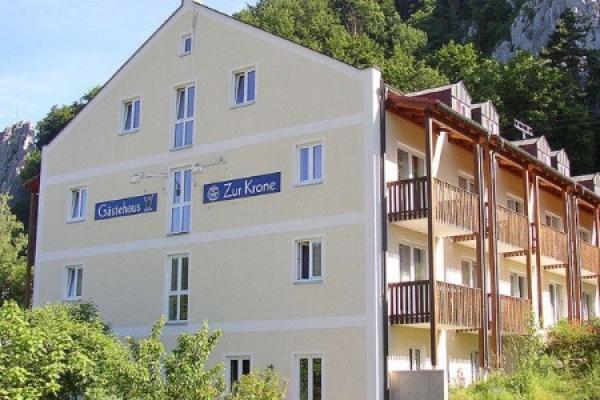 1370_hotel-gasthof-zur-krone_aussenansicht_thb