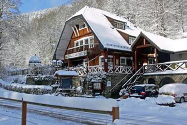 689_hotel-talschenke_aussenansicht-winter_thb