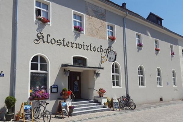 1007_klosterwirtschaft-pielenhofen_aussenansicht_thb
