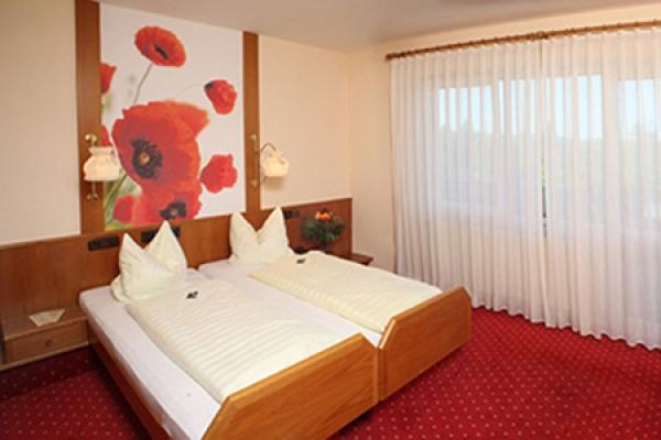 453_hotel-gasthof_hart_schlafzimmer2_thb