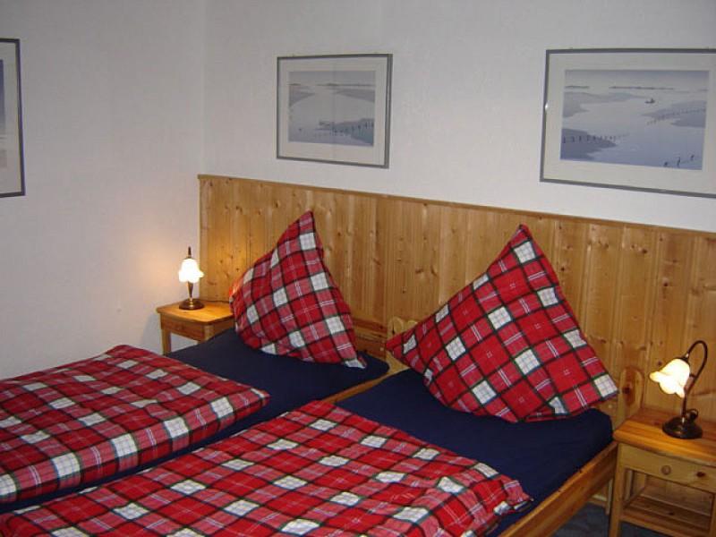 schlafzimmer-1-mit-doppelbett