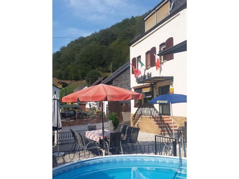und-im-sommer-eine-abkuehlung-im-pool