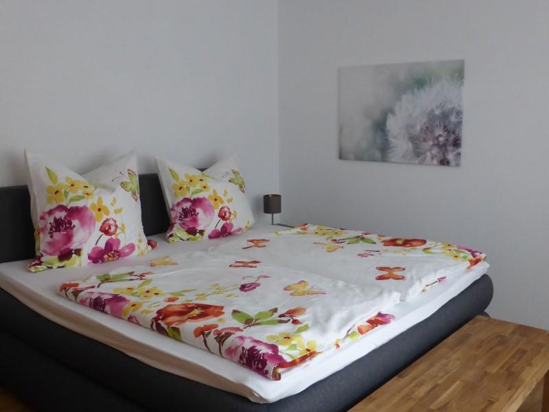 schlafzimmer-mit-boxspringbett