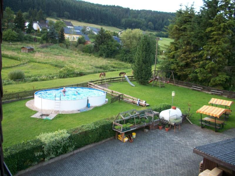garten-mit-swimmingpool-9x6m-120m-wasserstand